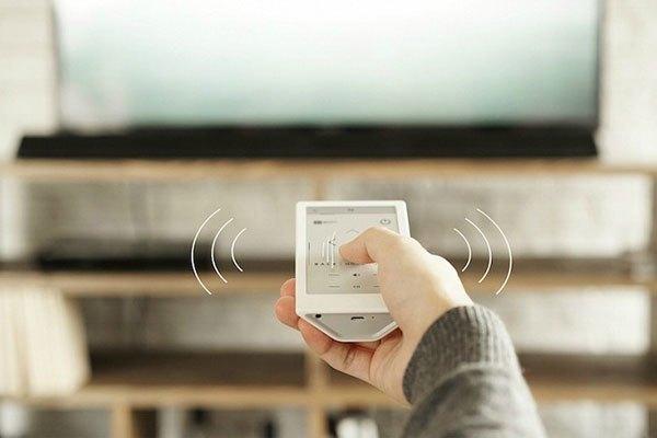 Điều khiển thông minh được trang bị cùng với điều khiển thông thường khi bạn mua smart tivi