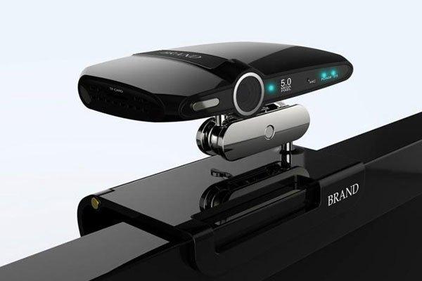 Camera của smart tivi tương tự như webcam của laptop, giúp bạn kết nối dễ dàng với bạn bè