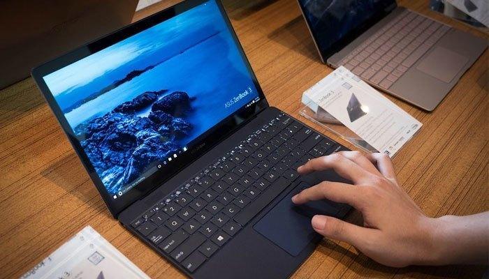 Máy tính xách tay Zenbook 3 có thiết kế siêu mỏng với độ dày chỉ 11,9 mm và nhẹ 910 gram