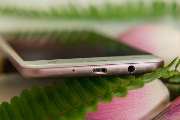 """Chiếc Samsung Galaxy J7 Prime hồng vàng tinh tế hứa hẹn sẽ """"khuấy đảo"""" thị trường điện thoại tầm trung"""