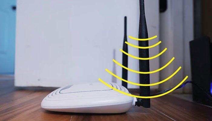Đặt thiết bị mạng phát sóng WiFi lên nền nhà nghĩa là bạn đã phải chia sẻ hầu hết sóng WiFi với hệ thống lưới thép bên dưới rồi đấy