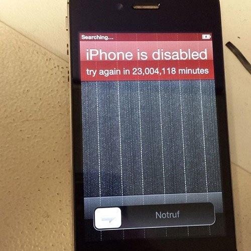 Vâng, xin chúc mừng bạn với 60 năm chờ đợi để mở được khóa điện thoại! Có lẽ mua một chiếc iPhone mới là lựa chọn sáng suốt vào lúc này.