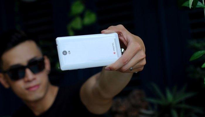 Smartphone còn được trang bị cấu hình mạnh cùng camera chất lượng giúp bạn tối ưu việc giải trí đa phương tiện