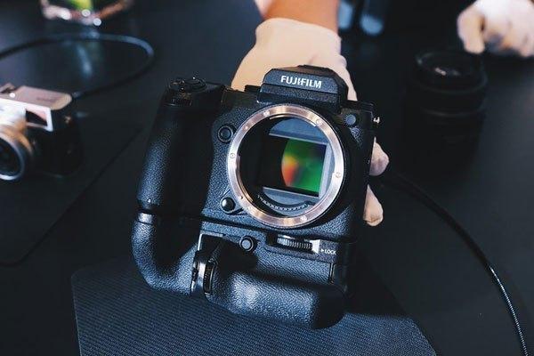 Cảm biến trên máy ảnh Fujifilm lớn hơn 1.7 lần so với độ phân Full-frame
