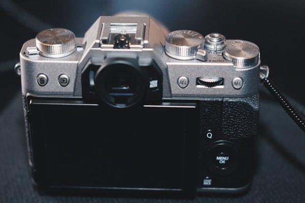 Một điểm trừ nhỏ của máy ảnh Fujifilm X-T20 là khả năng chống chịu thời tiết khá kém.
