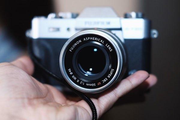 Ống kính 50 mm F2 được Fujifilm bổ sung cho máy ảnh với giá 10,49 triệu đồng.