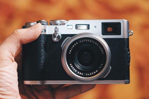 Ngoài ra, Fujifilm cũng mang đến dòng sản phẩm  máy ảnh compact X100F