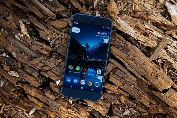 Google Pixel là chiếc điện thoại đầu tiên được Google sản xuất mà không liên kết với bất kì hãng công nghệ nào khác