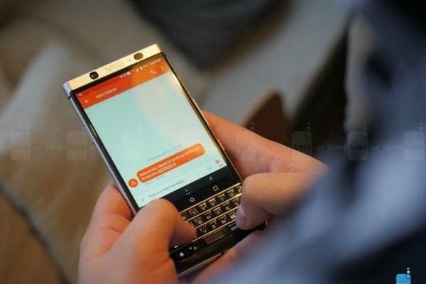 Màn hình điện thoại với độ phân giải cao, hiển thị hình ảnh sống động, sắc nét
