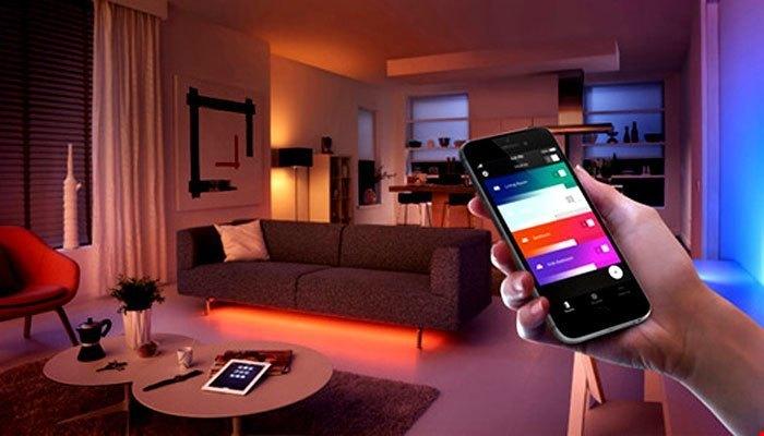 Chỉ cần ngồi yên trên ghế, bạn cũng có thể dễ dàng tắt hệ thống đèn bằng điện thoại