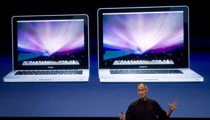 Cổng Fire Wire chính thức bị khai tử vào năm 2013 sau khi đã được loại bỏ khỏi máy tính xách tay Macbook Pro và Macbook Air năm 2008