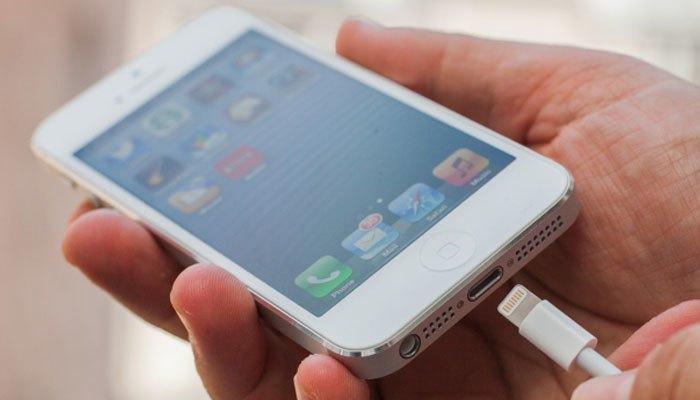 Điện thoại iPhone 5 đã được thay đổi cổng kết nối 30 chân sang cổng Lightning
