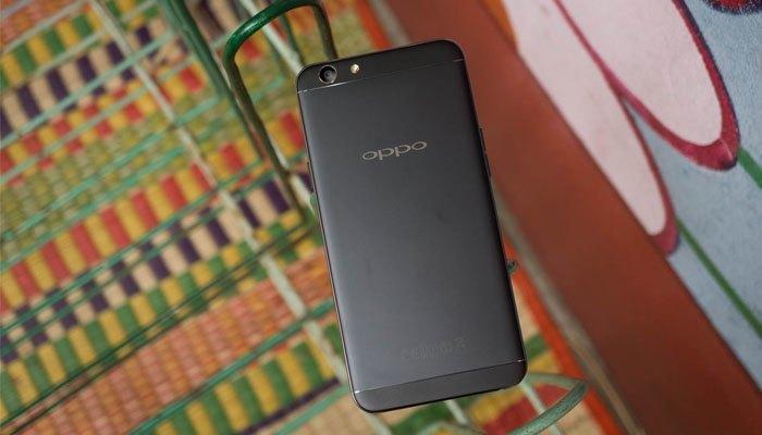 Điện thoại OPPO F1s sở hữu màu đen nhám độc đáo