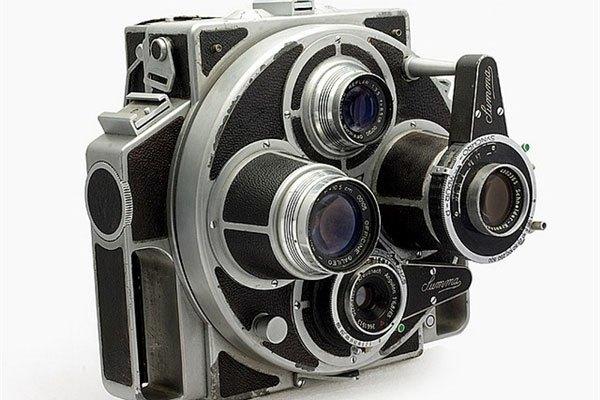 """Chiếc máy ảnh """"quái dị"""" này có tên Summa, là một tổ hợp rất nhiều thành phần bao gồm bộ phận quay lấy nét, zoom cận cảnh, ống ngắm, cơ cấu xoay thay đổi ống kính tiêu cự"""