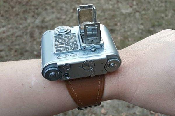 Chiếc máy ảnh đeo tay như đồng hồ có tên là Tessina camera