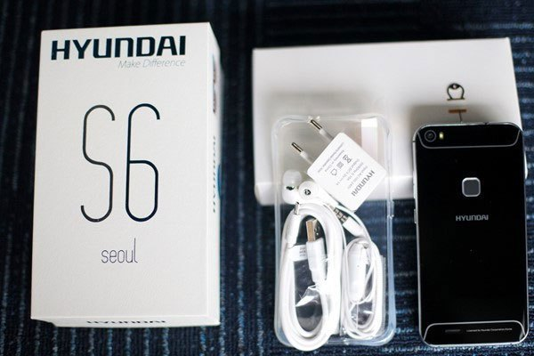 Điện thoại Hyundai Seoul S6 được đóng hộp khá cẩn thận.