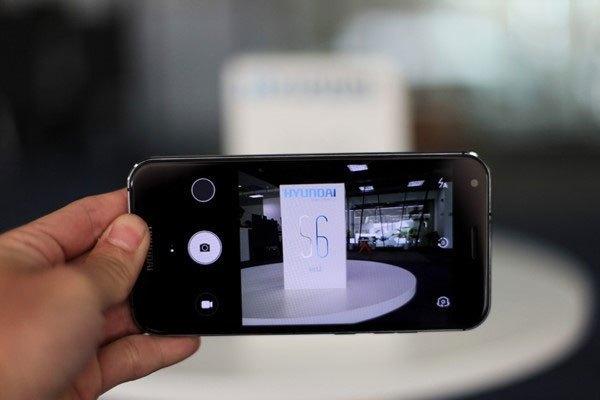 Camera sau của điện thoại cho tốc độ bắt nét khá