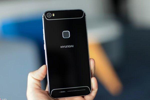 Ấn tượng đầu tiên khi cầm điện thoại Seoul S6 trên tay là máy có thiết kế khá bắt mắt
