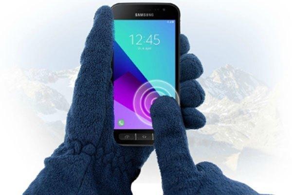 Lướt điện thoại Samsung thoải mái kể cả khi bạn đang đeo găng tay