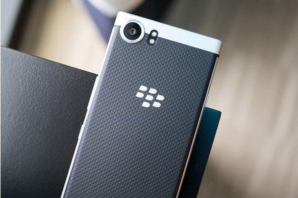 """So với những sản phẩm mới ra nhất gần đây của hãng, Mercury mang """"chất"""" BlackBerry đậm nét hơn, đặc biệt là bàn phím QWERTY truyền thống của nhà Dâu đen này."""