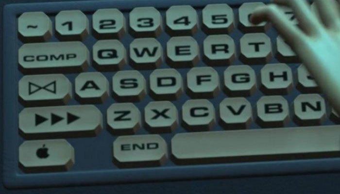 Logo Apple xuất hiện ngay vị trí nút Ctrl của bàn phím