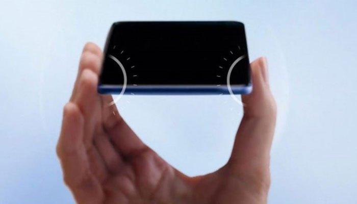 """Edge Sense giúp bạn mở các tính năng siêu nhanh bằng cách """"bóp"""" điện thoại HTC U11"""