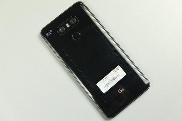 Điện thoại LG G6 được chế tác từ kim loại và kính