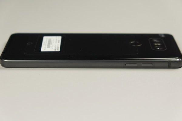 Hai phím tăng giảm âm lượng nằm ở cạnh trái điện thoại LG G6
