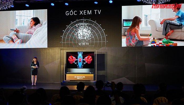 Nâng cấp về góc nhìn giúp bạn dù ở bất kì vị trí nào cũng có thể xem rõ hình ảnh trên tivi