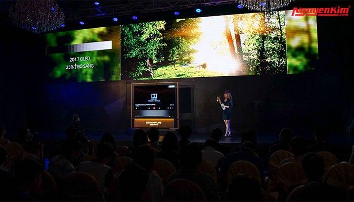 Độ sáng của dòng tivi này cao hơn 25% so với dòng OLED năm ngoái, lên đến 1.000 nit ở mức cao nhất, màu sắc đạt 99% gam màu DCI
