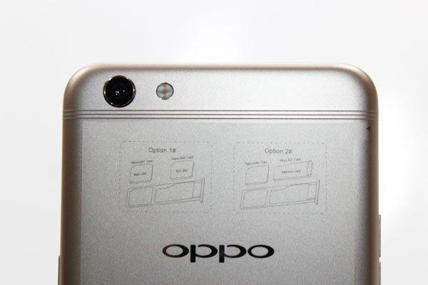 Dải ăng-ten của điện thoại OPPO F3 Plus được chia thành 3 sợi chỉ nhỏ