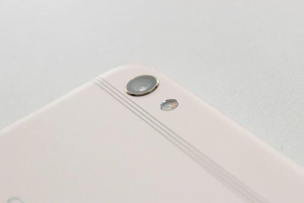 Camera sau của điện thoại OPPO F3 Plus ít lồi hơn trước