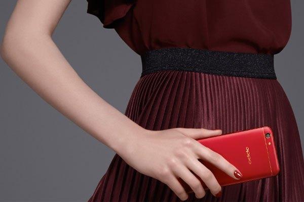 Điện thoại OPPO F3 phiên bản đỏ thời thượng, tạo vẻ sang trọng và cá tính riêng biệt cho người sử dụng