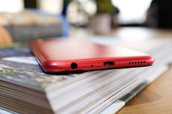 Hiệu năng của chiếc điện thoại OPPO F3 màu đỏ vẫn  tương tự như những phiên bản trước