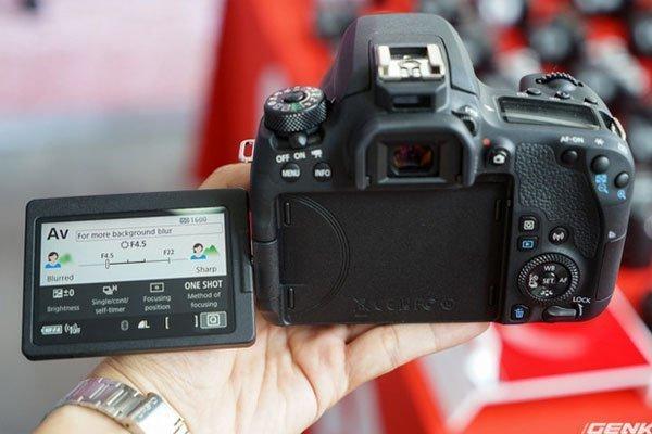Màn hình cảm ứng của máy ảnh Canon kích thước 3 inch, 1,04 triệu điểm ảnh.