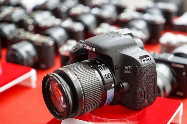 Nếu bạn mới bắt đầu bước chân vào nhiếp ảnh thì máy ảnh Canon EOS 800D với nhiều tính năng hấp dẫn sẽ là lựa chọn hoàn hảo.