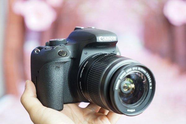 Máy ảnh Canon dễ dàng mang theo mọi lúc mọi nơi nhờ trọng lượng nhẹ