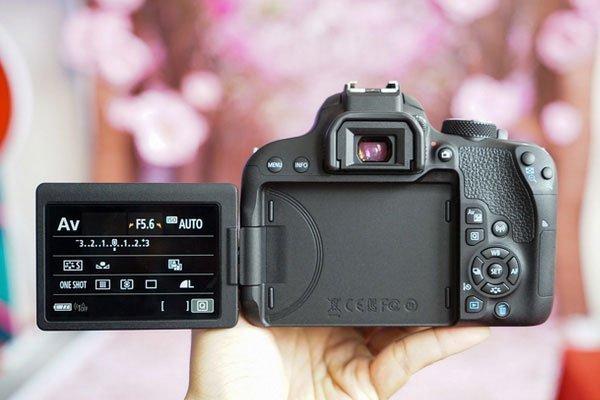 Màn hình cảm ứng của máy ảnh Canon kích thước 3 inch, độ phân giải 1,04 triệu điểm ảnh.