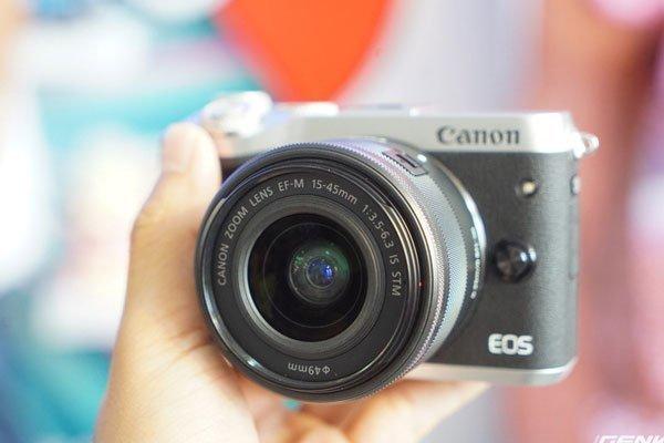 Máy ảnh Canon EOS M6 có giá ở mức 17,6 triệu đồng đối với thân máy