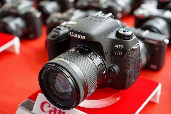 Một trong những chiếc máy ảnh DSLR có tốc độ lấy nét tự động AF nhanh nhất thế giới chính là chiếc 77D của Canon.