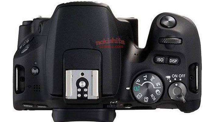Máy ảnh Canon EOS 200D có các nút được đặt ở các vị trí khác so với phiên bản máy ảnh trước