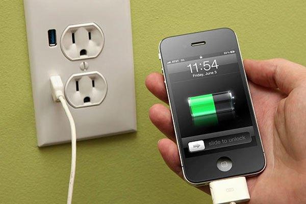 Hãy sạc điện thoại khi pin còn 10% và rút đúng lúc