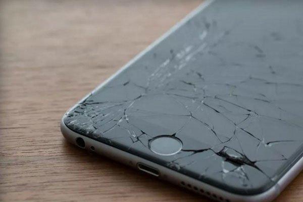 Điện thoại dễ bị hư hỏng màn hình khi để vào cốp