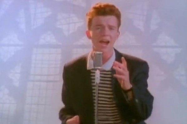 Và các Youtuber hay troll nhau với bài hát bất hủ Never gonna give you up của Rick Astley.