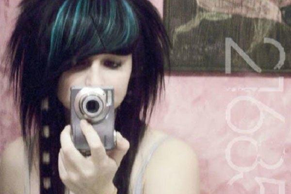 Dùng máy ảnh để chụp trước gương