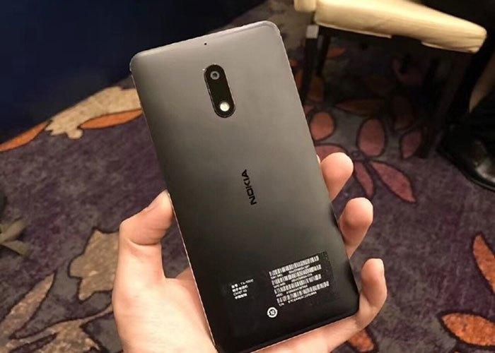 Điện thoại Nokia 6 có mặt lưng sở hữu thiết kế kim loại sơn mờ