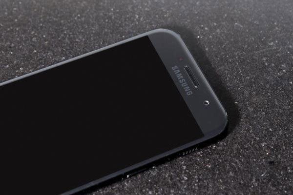 Màn hình tinh tế, tạo vẻ cao cấp cho điện thoại Galaxy A 2017