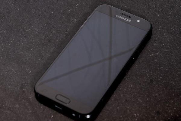 Cảm biến vân tay trên điện thoại giúp nâng cao độ bảo mật khi sử dụng