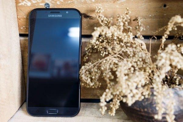 """Galaxy A3 2017 - chiếc điện thoại """"nhỏ mà có võ"""""""