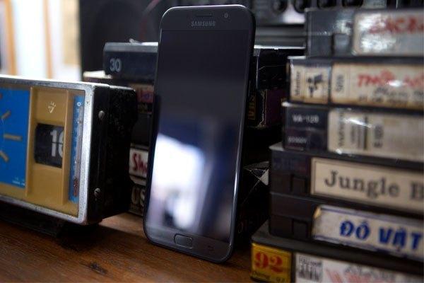 Công nghệ sạc nhanh được tích hợp trên điện thoại Galaxy A3 2017